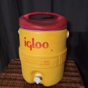 Igloo Cooler 2 Gallon for Sale in San Antonio, TX