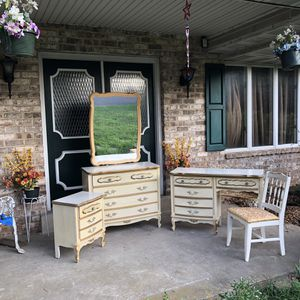 Vintage Bonnet bedroom/desk set by sears for Sale in Mechanicsburg, PA