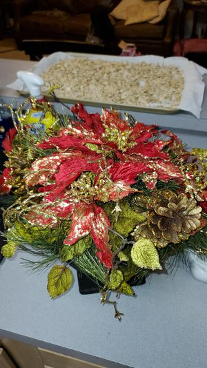 Like new Christmas floral decor for Sale in Mesquite, TX