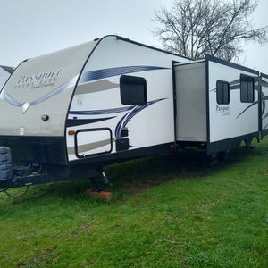 Passport Ultra Lite Grand Touring 2016 32' - 3220bh for Sale in Oregon City, OR