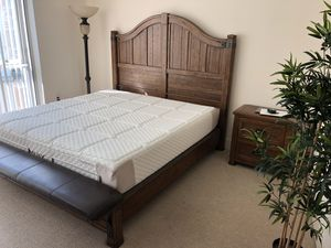 King bedroom set. for Sale in Tampa, FL