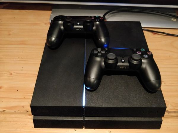 ps4 + two controlllers