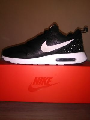 Mens Airmax Tavas size 11 for Sale in Montclair, CA