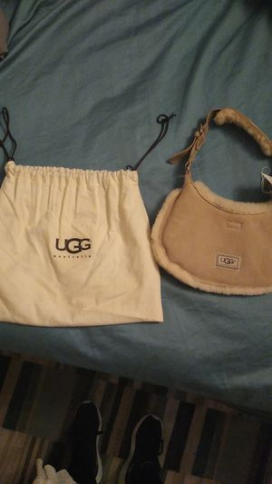 Ugg handbag brand new. Never been used tags still attached retails for 120$ for Sale in Groveland, IL