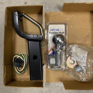 SUV Hitch And Hitch Ball for Sale in Frisco, TX