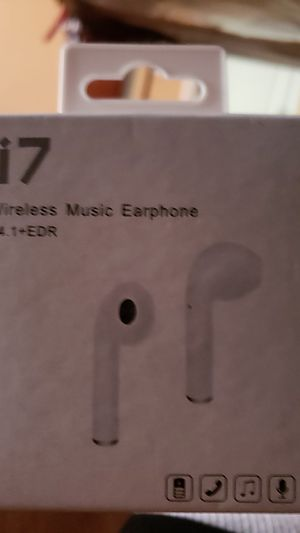 i7 wireless earbud w/charger for Sale in Oakland, CA