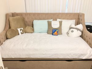 Tan Daybed/Futton for Sale in Anchorage, AK