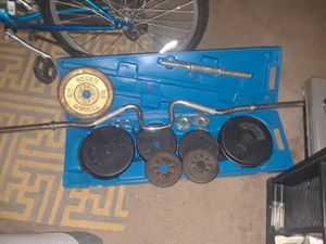 110lb weight set w. Curl bar for Sale in Largo, FL