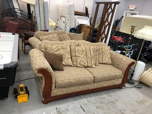 Tan Victorian couch set for Sale in Cahokia, IL