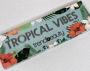Eyeshadow pallet tropically for Sale in Tucker, GA