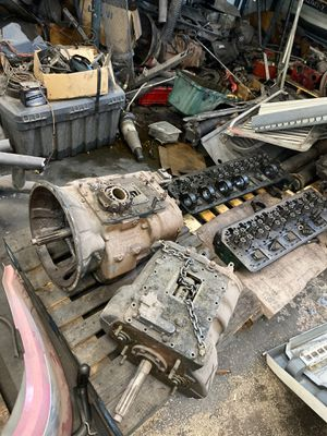 Eaton Transmission 10 or 13 speed for Sale in Wood Dale, IL