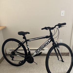 Bike Schwinn 700x35C for Sale in Tacoma, WA