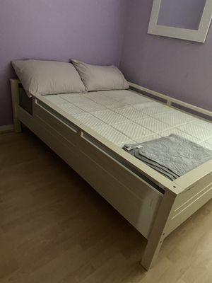 Full bed with book shelves for Sale in Tamarac, FL