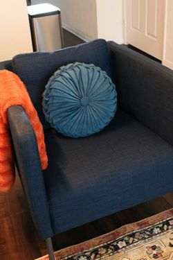 BLUE ARM CHAIR (EXCELLENT CONDITION) for Sale in San Diego,  CA
