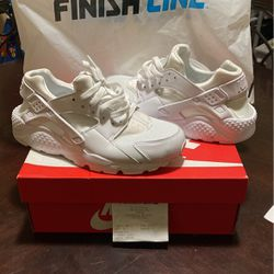 Nike Air Huarache, White, Size 7 for Sale in Baltimore,  MD
