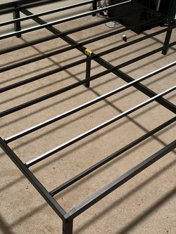 King Bed Frame for Sale in Enumclaw,  WA