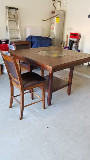 Table x 2 chairs for Sale in Peoria, AZ