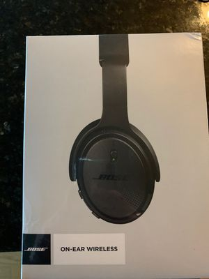 Bose on-ear wireless headphones. for Sale in Chicago, IL