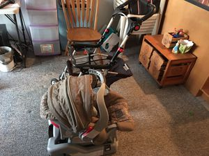 Infant car seat and Carrier. Both Graco. for Sale in Queens, NY