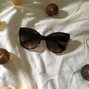 Gucci Sun Glasses Brown Frame for Sale in Miami, FL