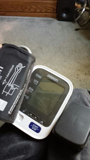 Omron Blood Pressure Monitor 5 Series for Sale in Ontario, CA