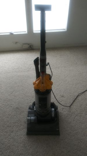 DYSON DC 33 BAGLESS VAC for Sale in Davenport, FL