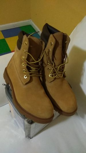 Brand new pair of suede Timberland boots for women size 8 and 1/2 for Sale in Los Angeles, CA