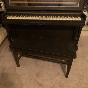Vintage Wurlitzer Upright Piano for Sale in Fullerton, CA