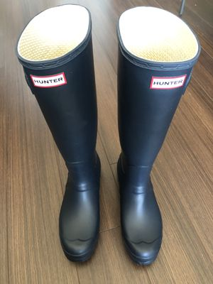 Hunter boots in navy for Sale in Dunn Loring, VA