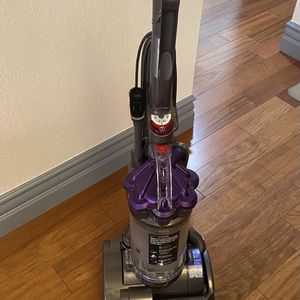 Dyson Vacuum Cleaner Airmuscle animal dc28 for Sale in South San Francisco, CA