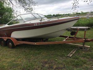 6 passenger ski boat for Sale in San Antonio, TX