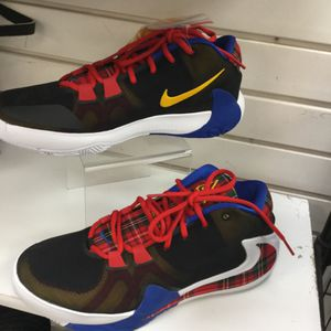 Nike Running Shoes Black Red Blue Yellow for Sale in Chicago, IL