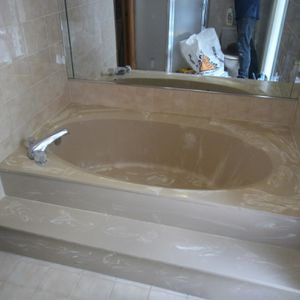 Marble bathtub today only or going to dump for Sale in Miami, FL