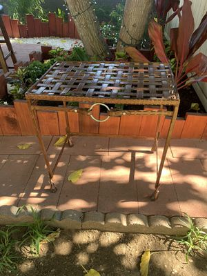 """Metal """"Leather"""" end table for Sale in Ontario, CA"""