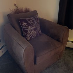 Swivel Chair for Sale in Milford,  CT