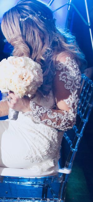Beautiful mermaid style wedding dress - $800 for Sale in Chelsea, MA
