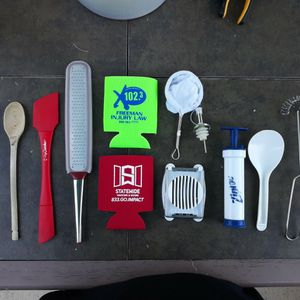 Free Misc Kitchen Items for Sale in West Palm Beach, FL