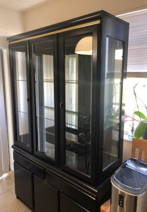 Broyhill Quality Furniture China Cabinet for Sale in Deerfield Beach, FL