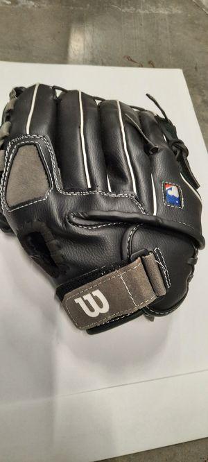 wilson baseball glove / right hand / youth for Sale in La Mirada, CA