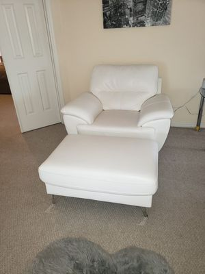 Chair with Ottoman for Sale in Davenport, FL