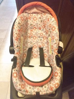 Baby car seat, like new mini Mouse print just $15!! for Sale in Jersey City, NJ