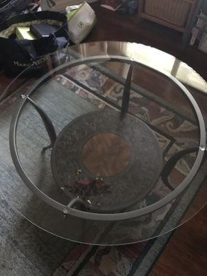Round coffee table for Sale in Pinole, CA