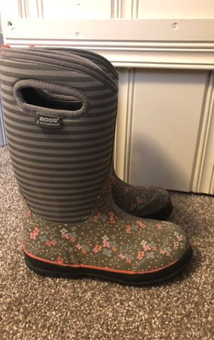 Bogs youth size 3 for Sale in East Wenatchee, WA