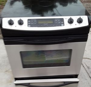 BEAUTIFUL STAINLESS STEEL SLIDE IN CONVECTION STOVE for Sale in North Palm Beach, FL