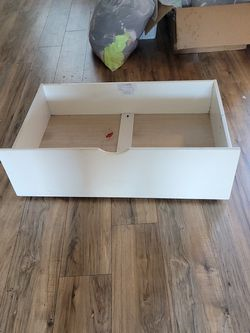 Free - Underbed Drawer With Wheels for Sale in Dallas,  TX