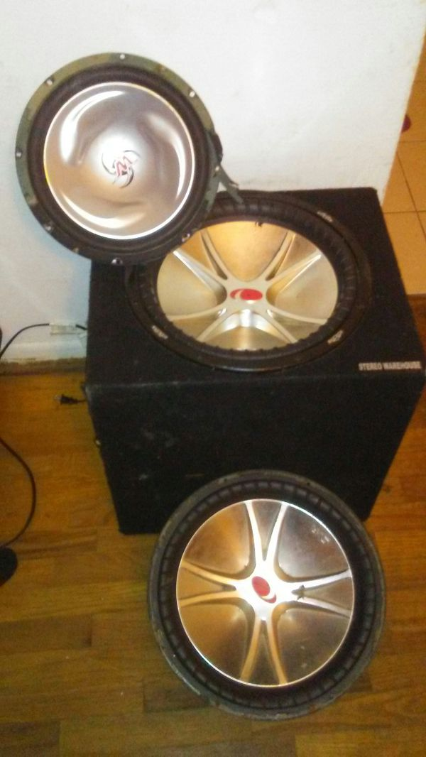 Two kicker 15inc subwoofers only have box for one. 12 inc subwoofer name unknown at the time ill update later. I also have a powe bass 500 watt amp.