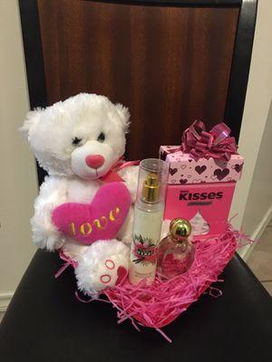 Valentine's Day Gifts ❤️💝🌹👩❤️👨👫🏽 for Sale in La Feria, TX