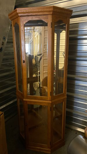 Beautiful corner piece. Curio cabinet for Sale in Vancouver, WA