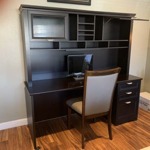 Desk With Hutch And Chair for Sale in Visalia, CA