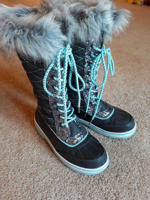 Girls Justice snow boots size 4 for Sale in Steubenville, OH